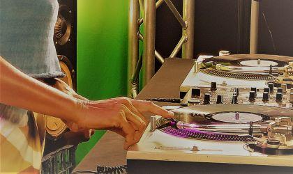 Cover image for 'Darwin Fringe Festival: Spin Sistas – Intro to Vinyl DJing'